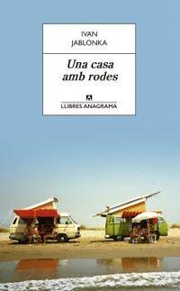 CASA AMB RODES, UNA