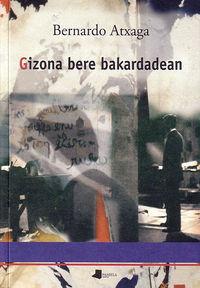 Gizona Bere Bakardadean - Bernardo Atxaga